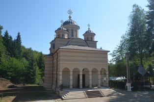 Patriarhul Daniel va sfinți noua biserică a Mănăstirii Izbuc - Evenimentul anului în Depresiunea Beiuşului