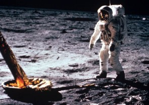 O înregistrare a primilor pași făcuți pe lună de Neil Armstrong - Licitaţie... selenară fără precedent
