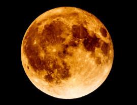 Întâlniri fierbinţi pe bolta cerului - Luna, forjată de bombardamente
