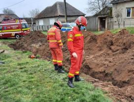 Muncitor mort după ce un mal de pământ s-a prăbușit peste el - Accident de muncă în Batăr