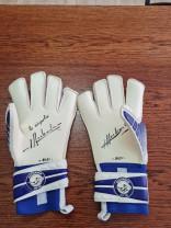 """Mănușile lui Duckadam, donate SOS Autism Bihor - """"Dar din dar se face rai"""""""