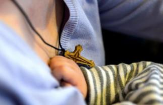 Narcis suferă de pareză spastică și hidrocefalie - Are nevoie de ajutor