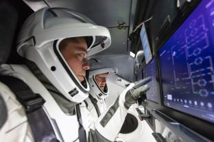 NASA salută succesul primei misiuni SpaceX cu echipaj uman - Un zbor istoric