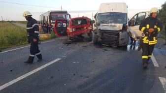 Peste 20 de persoane implicate, 11 transportate la spital - Accident între Leș și Nojorid