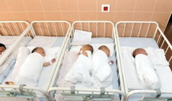 """Numărul copiilor nou-născuți ar putea trece de 200.000 - """"Baby boom"""" în România"""