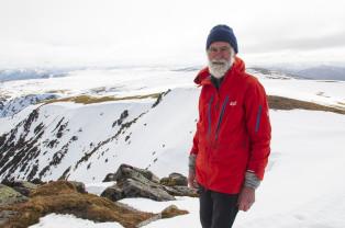 Pentru soţia bolnavă de Alzheimer, un octogenar se ia de piept cu munţii