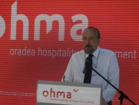 Prima școală din România care va organiza cursuri sub licența EHL - Oradea Hospitality Management Academy