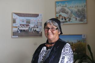 Picturile Rodicăi Nicodin, expuse în Turnul Primăriei - Poezia culorilor - o expoziţie despre veşnicia satului