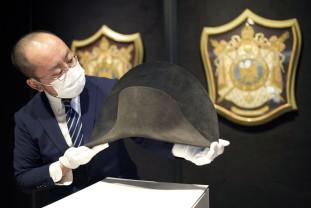 Obiectul expus la Hong Kong conţine ADN-ul lui Napoleon Bonaparte - Pălăria nepreţuită a Împăratului