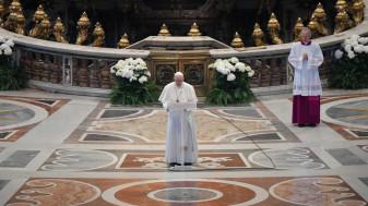 """Papa Francisc cere încetarea conflictelor mondiale şi anularea datoriilor - """"Urbi et Orbi"""", solo"""