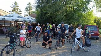 """""""Lasă butoniada, vino la pedaliada!"""" - Zeci de orădeni au pedalat până în Ungaria"""