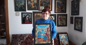 24 ani de activitate, peste 50 de icoane pictate pe an - Ileana Vlad, arta pictării icoanelor pe sticlă