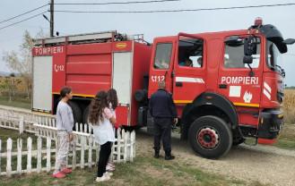 Pompierii militari bihoreni - Alături de copiii suferinzi și de natură