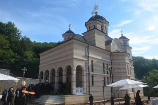 La Mănăstirea Izbuc. De praznicul Schimbării la Față - Binecuvântare pentru pelerini