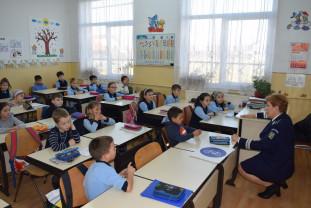 Peste 2.000 de elevi se vor întâlni cu poliţiştii bihoreni - Proiect preventiv în şcoli
