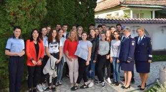 """Proiect preventiv desfăşurat de poliţiştii bihoreni în judeţ - """"Împreună pentru Siguranţa Tinerilor!"""""""