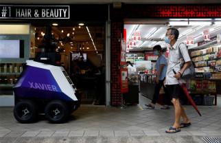 În Singapore se testează roboţi-poliţişti pentru patrularea străzilor - Robocop devine realitate