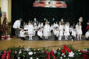 """""""Magia Crăciunului"""" sub Apuseni - Elevii șteieni s-au întâlnit cu Moș Crăciun"""
