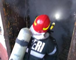 Flăcările au izbucnit din cauza unui televizor lăsat sub tensiune - Incendiu la o locuință din Tinăud