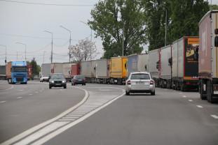 """Transportatorii s-au săturat de excesul de zel al poliţiştilor de frontieră unguri - """"Blocăm vămile"""""""