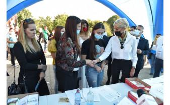 Ministrul Muncii, la Bursa AJOFM Bihor - Şi-a notat telefoanele şomerilor