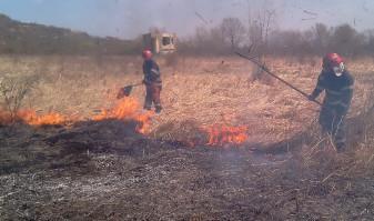 Pompierii reamintesc bihorenilor regulile privind utilizarea focului deschis - Șase incendii de vegetație uscată în două zile