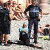 Costumele de baie islamice au devenit prohibite pe toate plajele - Franţa interzice burkini