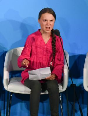 """Trump o ironizează pe Greta Thunberg - """"O desemnare ridicolă"""""""