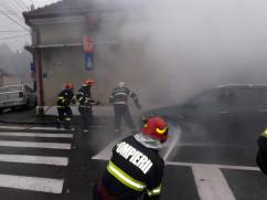 Proprietarul casei afectate a suferit un atac de panică - Incendiu la o locuinţă şi un autoturism