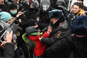 Proteste masive în Rusia, mii de protestatari reţinuţi - De vină sunt... americanii