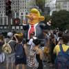 New Yorkul îl primește pe preşedinte cu un șobolan gonflabil uriaș - Proteste acasă la Trump