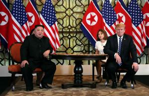 Contre noi Trump-Kim - Este un personaj senil!