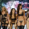 """Primul show Victoria Secret's în Asia - 50 de """"îngeraşi"""" pe podium"""